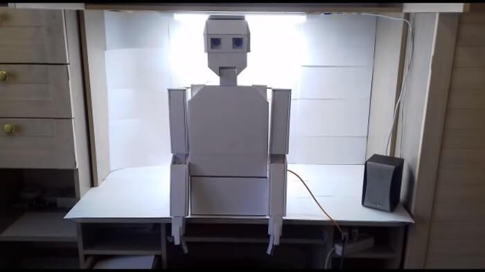 Школьник создал робота Костю
