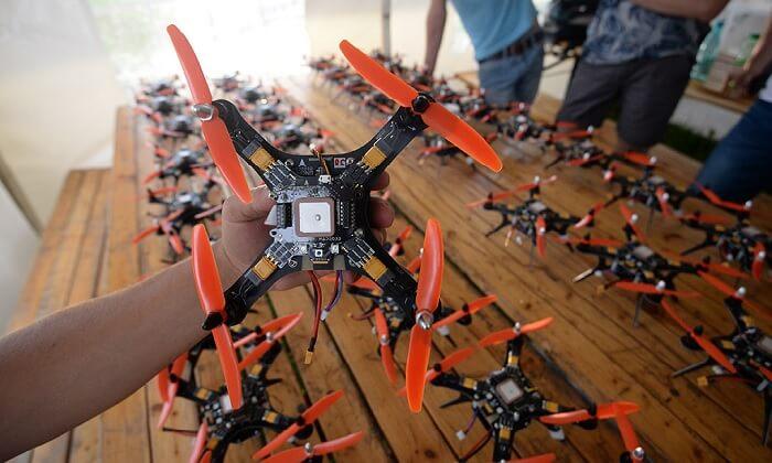 Надо получать разрешения на полеты дронов