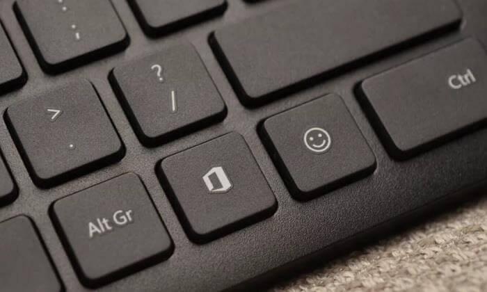 Появятся две новые кнопки Офис и Эмодзи